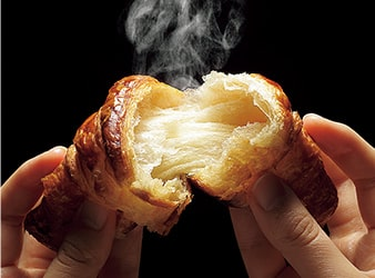 焼きたてパンの画像